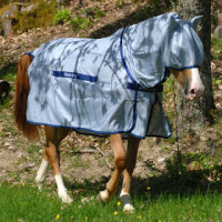 A fly rug keeps the carriers, the culicoid flies, away from the horse (c) sweetitchtreatments blog